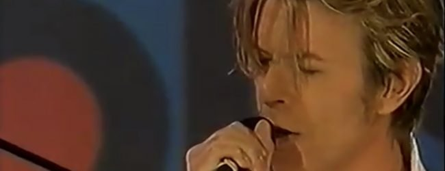 David Bowie – I Took a Trip on a Gemini Spaceship (Live, Top of the Pops, 2002)