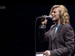 David Bowie – Life On Mars? (Glastonbury 2000)